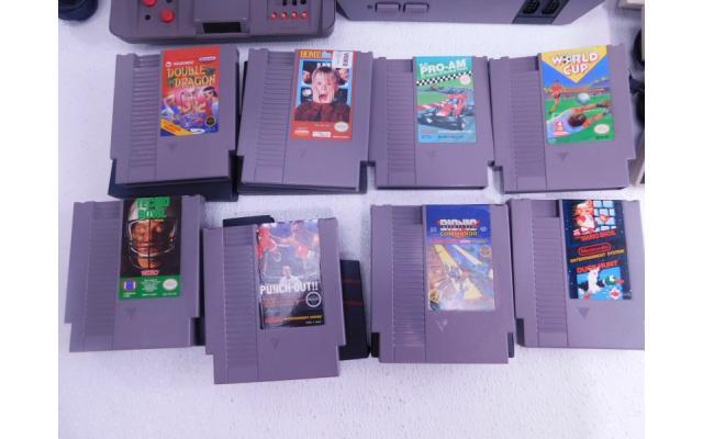 Lot #77 Nintendo NES + 8 Games - 3/6